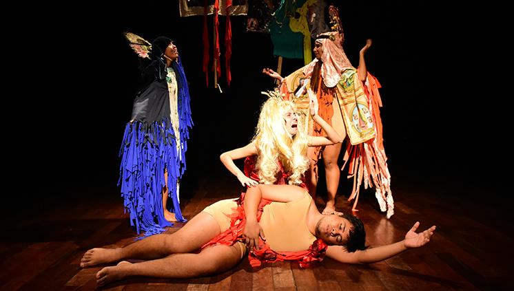 Alunos da Escola de Teatro e Dança apresentam espetáculo baseado na obra de Oswald de Andrade