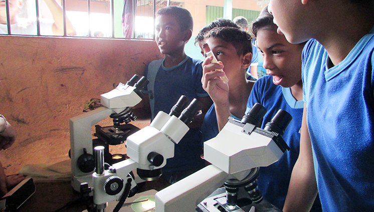 Estudantes do Campus de Soure promovem ação sobre água potável em escola quilombola de Salvaterra