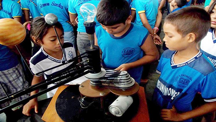 Alunos de Licenciatura em Ciências Biológicas do Campus de Altamira levam ciência à escola pública