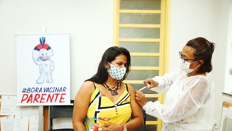 Estudantes indígenas da UFPA recebem a primeira dose da vacina contra a Covid-19