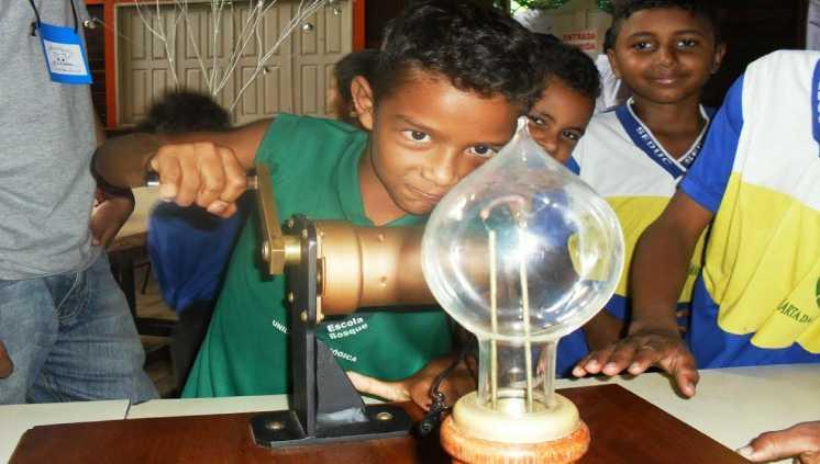 Projetos da Universidade atraem os pequenos para a iniciação científica